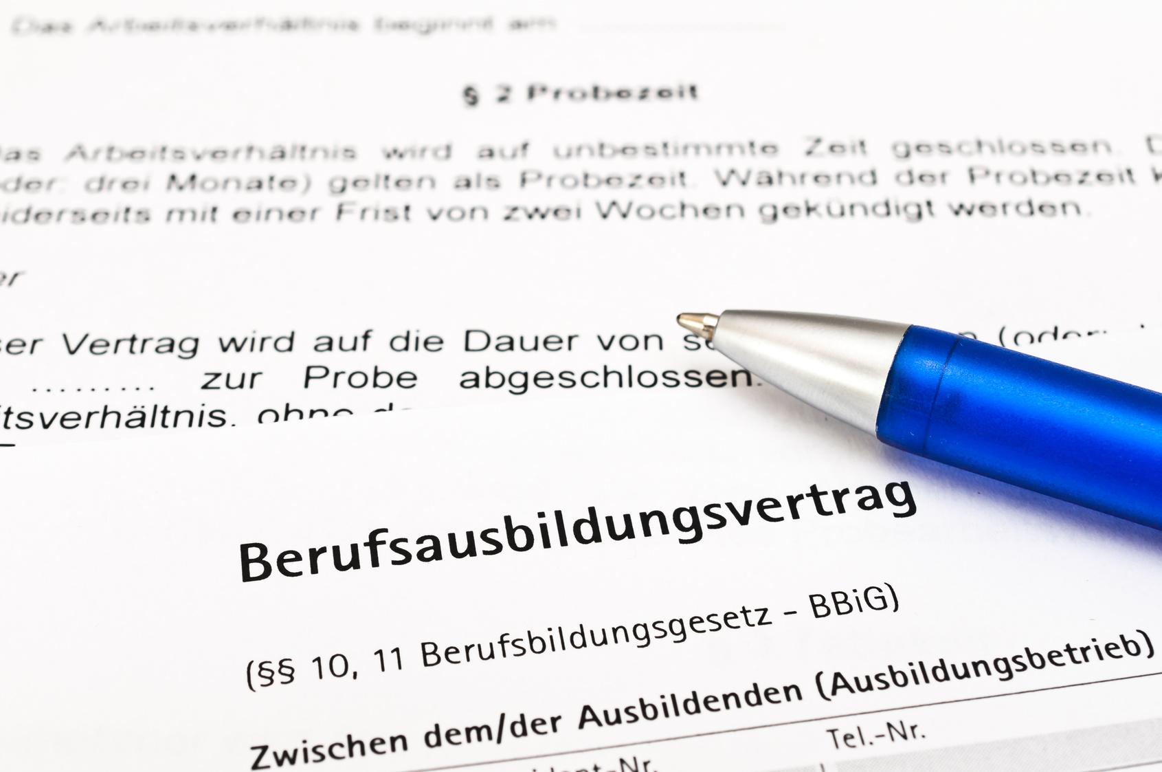 Der Ausbildungsvertrag: Worauf Azubis genauer achten sollten