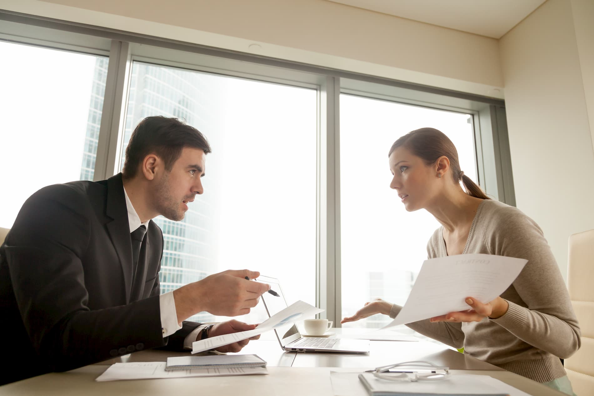 Aufhebungsvertrag:Das sollten Arbeitnehmer beachten