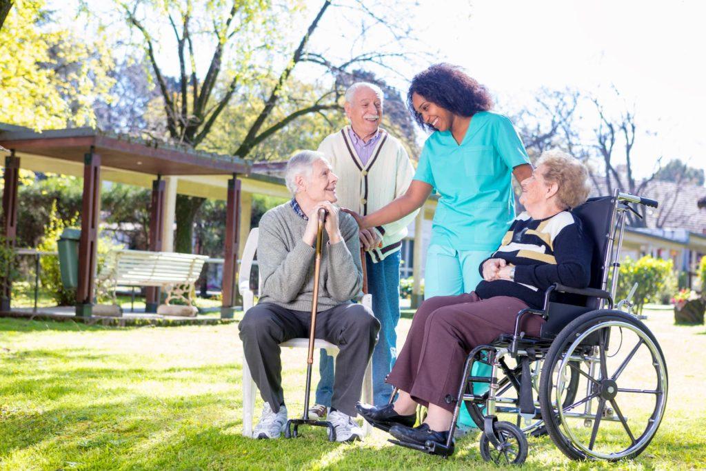 Auch in der Altenpflege muss das Arbeitszeitgesetz beachtet werden