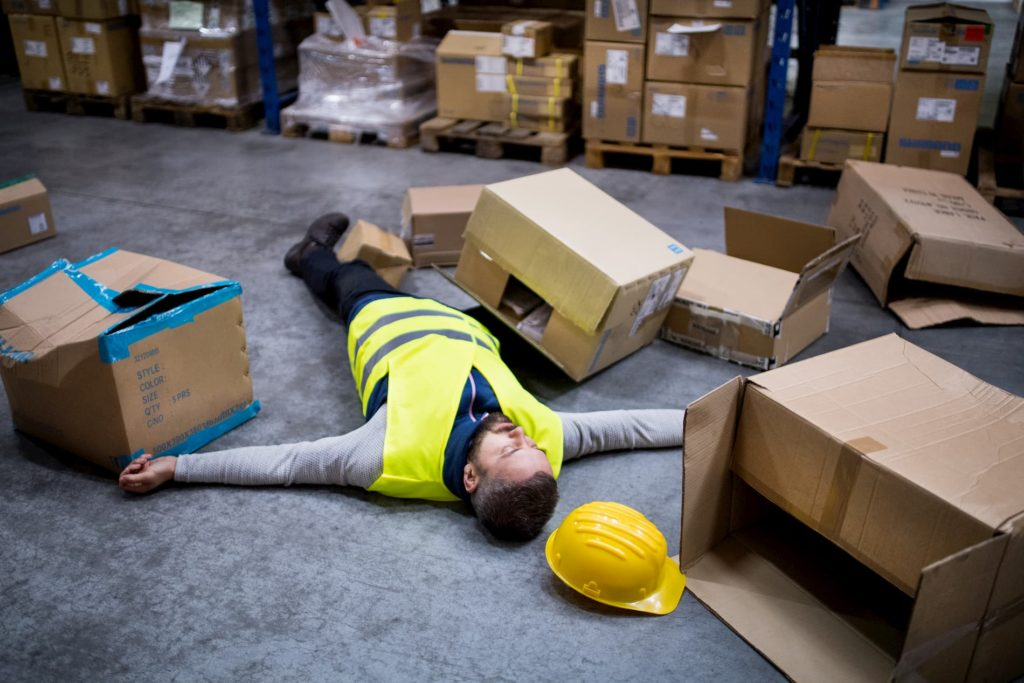Ein typischer Arbeitsunfall eines Lagerarbeiters