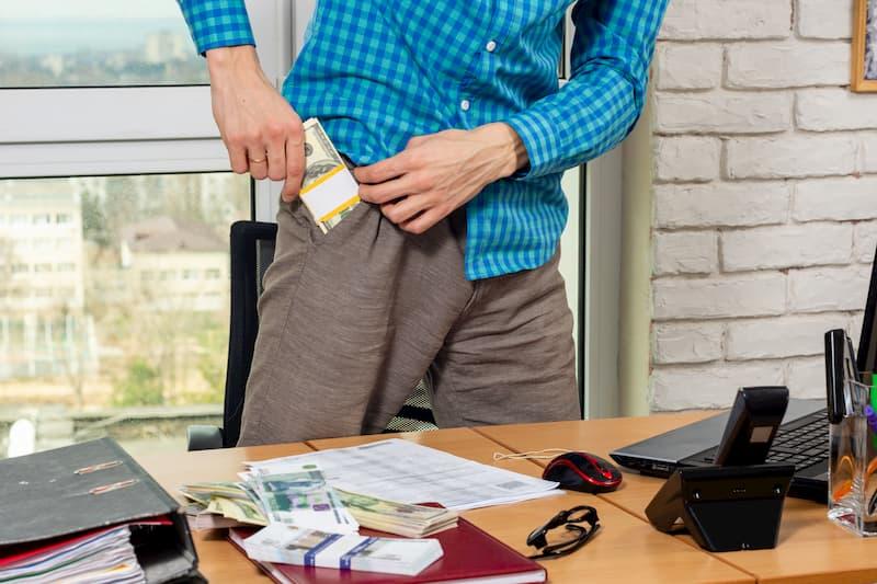 Bei Diebstahl am Arbeitsplatz droht die Verdachtskündigung