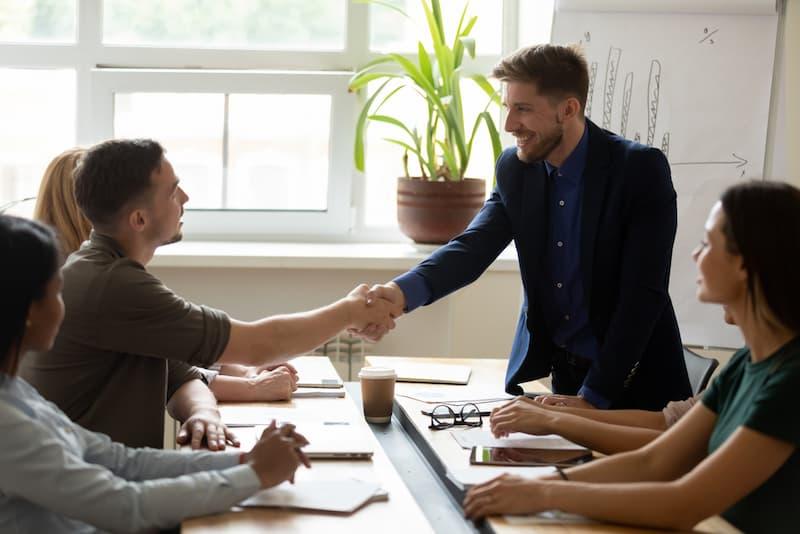 Führungsstile: Definition, Übersicht, Vor- und Nachteile