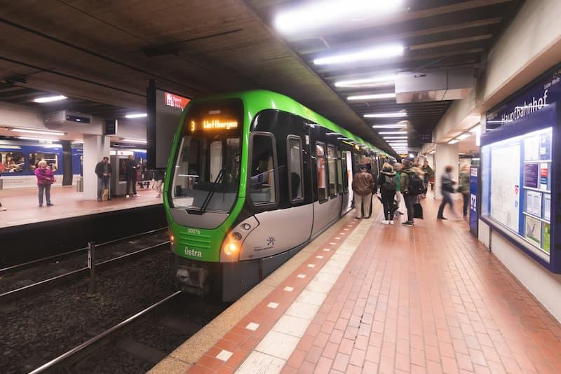 Die Stadtbahn in Hannover, ein Jobticket ist ein Beispiel für einen geldwerten Vorteil