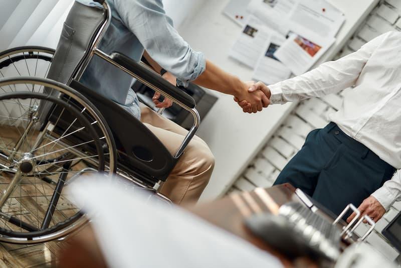 Ein Mann mit einer Schwerbehinderung, für ihn gilt fast ein Kündigungsverbot
